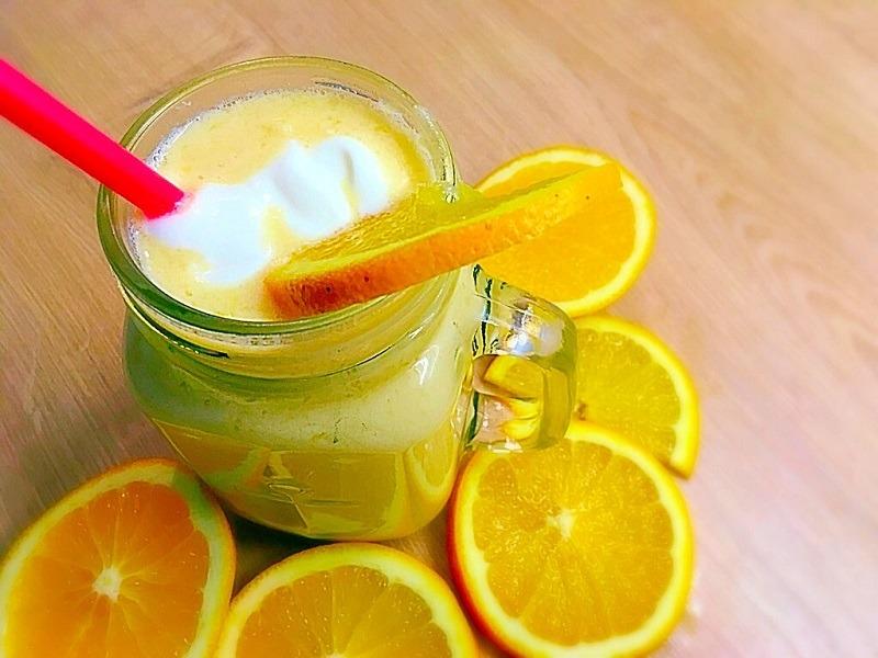 GESUNDES FRÜHSTÜCK:  Orangen-Bananen-Smoothie