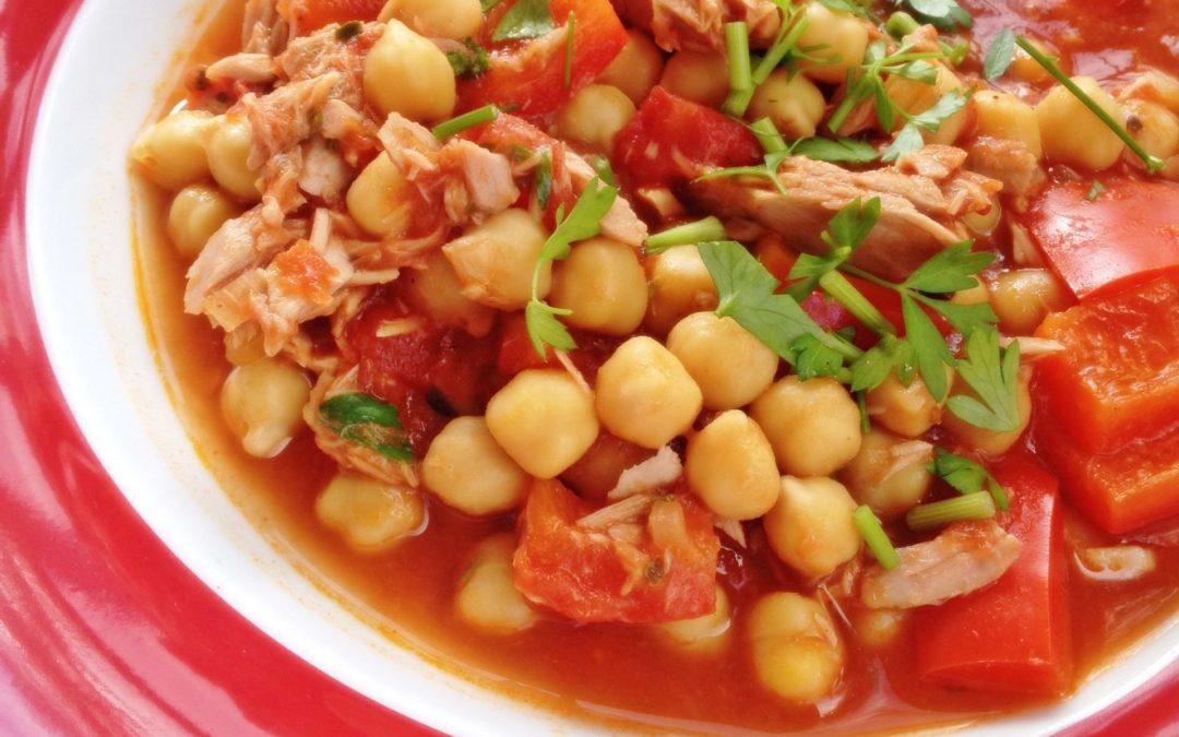 Kichererbsen an Tomaten und Paprika
