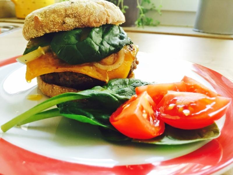Pikanter Burger mit Mango-Chutney