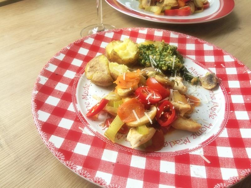 Hähnchenpfanne mit Kartoffeln und Pesto