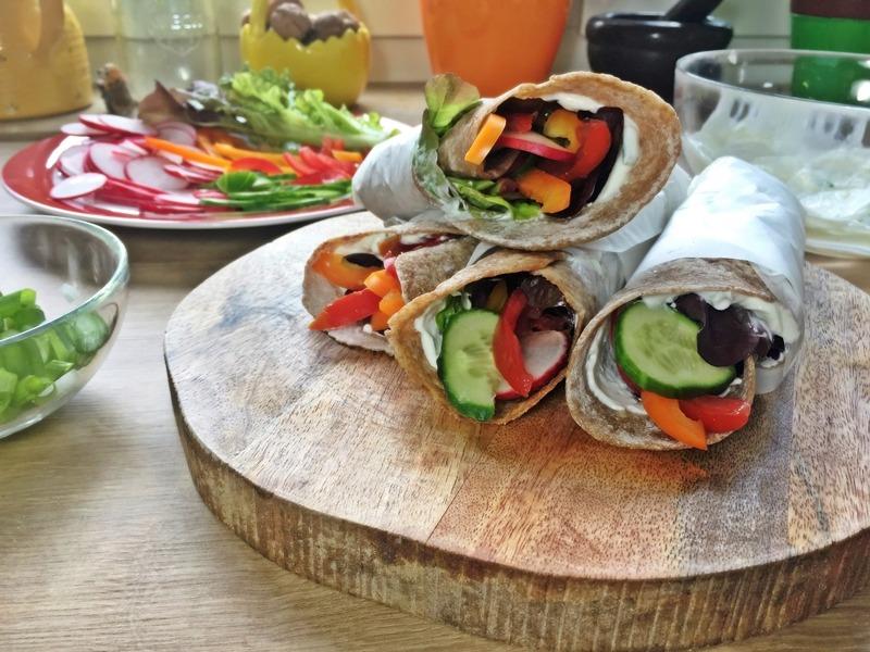 VOLLKORN – WRAPS mit Quark und frischem Gemüse