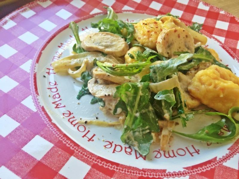 Gnocchi aus Kürbis an Champignons